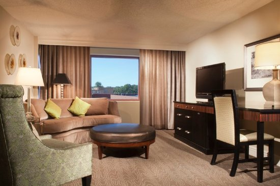 Omni Charlottesville: Executive Suite