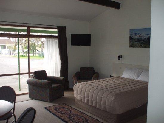 Masterton, Neuseeland: 1 bedroom suite, queen and single in lounge, 2 singles in bedroom, kitchenette & bathroom