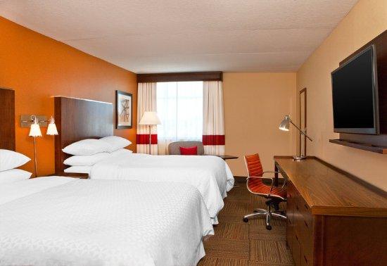 Saginaw, MI: Queen Guest Room