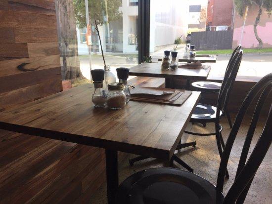 Hampton, Australien: Tables view to street