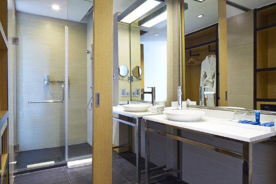 Haiyang, China: Guest Bathroom