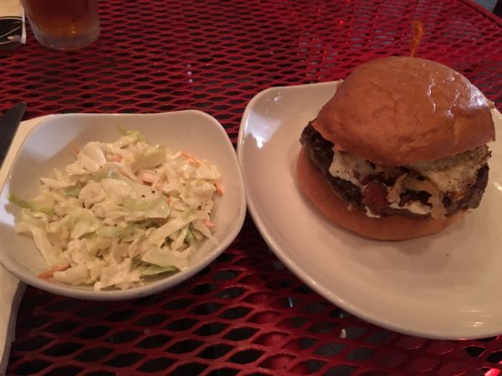 Wingharts Burger & Whiskey Bar : Excellent slaw and burger!