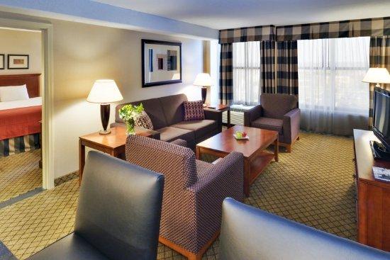 Fairborn, OH: Spacious Suite