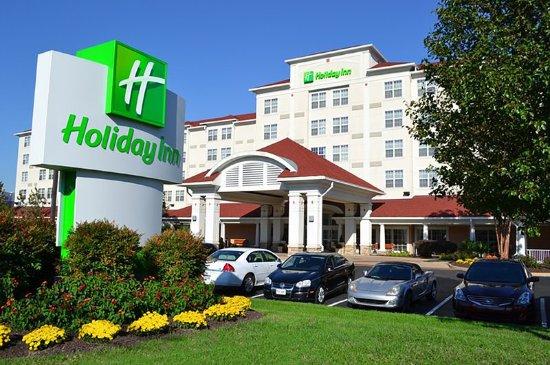 Holiday Inn Norfolk Airport Hotel Exterior