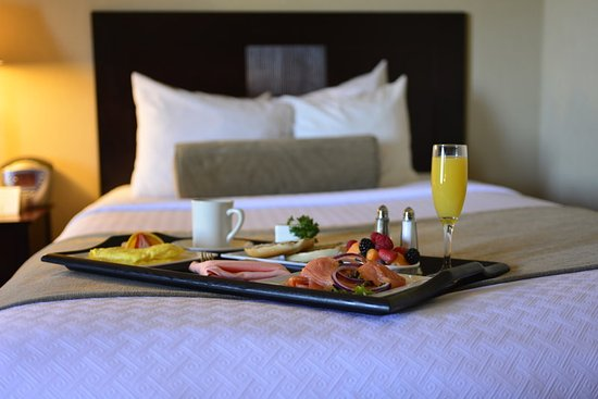 Pittsfield, MA: In-Room Dining