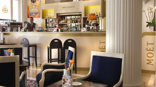 Intercontinental carlton cannes hotel voir les tarifs for Prix chambre carlton cannes