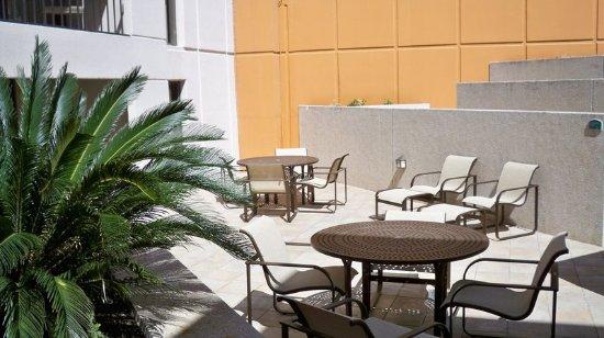 Holiday Inn San Antonio Riverwalk: Pool Deck Seating