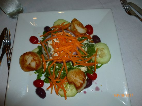 Nyack, NY: Grilled scallops with a salad