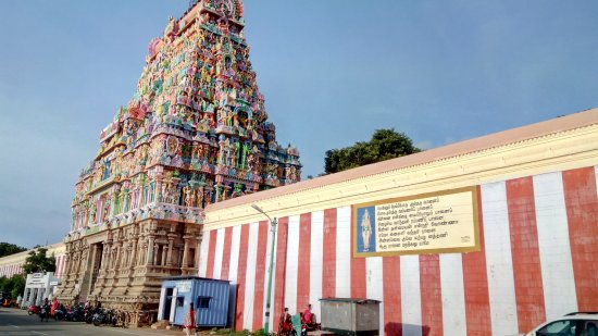 Thiruvarur, India: Outside the temple