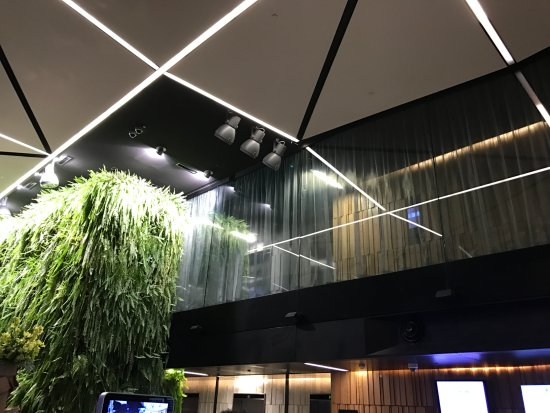 Novotel Auckland Airport: The lobby area