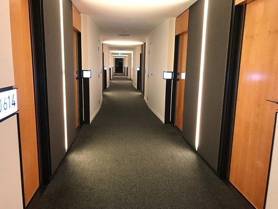 Novotel Auckland Airport: View from the floor hallways