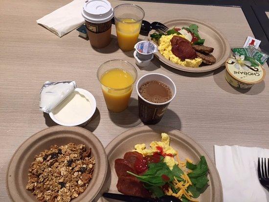 Torrance, CA: 朝食はビュッフェです。