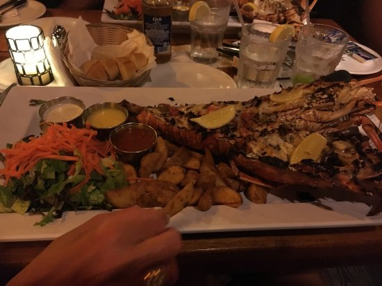 Skipjack's Seafood Grill, Bar & Fish Market : Maybe is the best fish restaurant in Saint Maartin, the price is right compared to the high qual