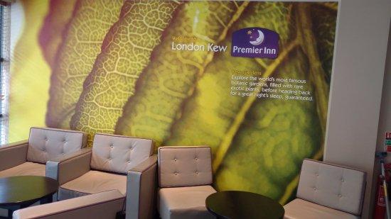 Premier Inn London Kew Hotel: Waiting area
