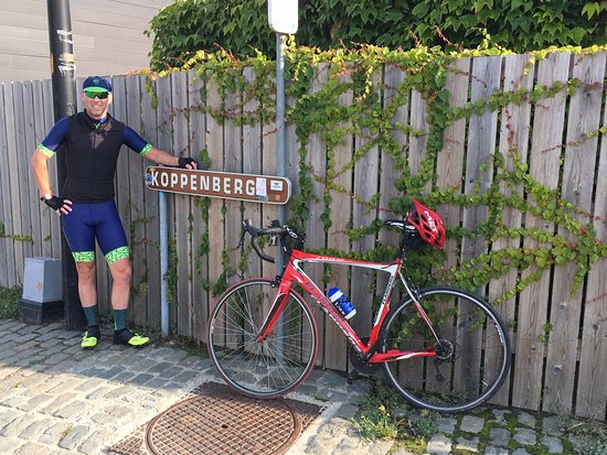 Oudenaarde, Belgique : sign says it all !  A brutal climb !!