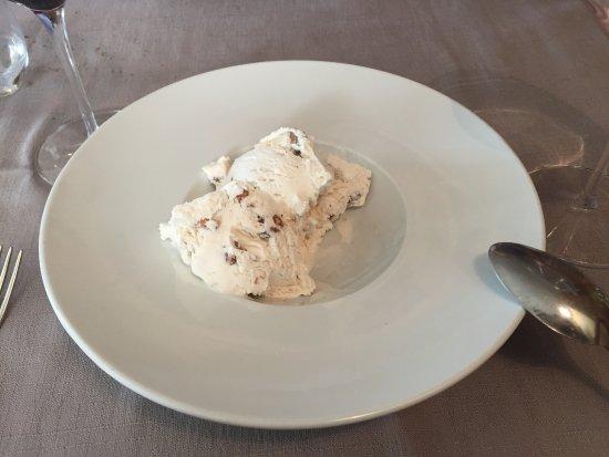 Ossana, Italia: ottimo gelato alle noci