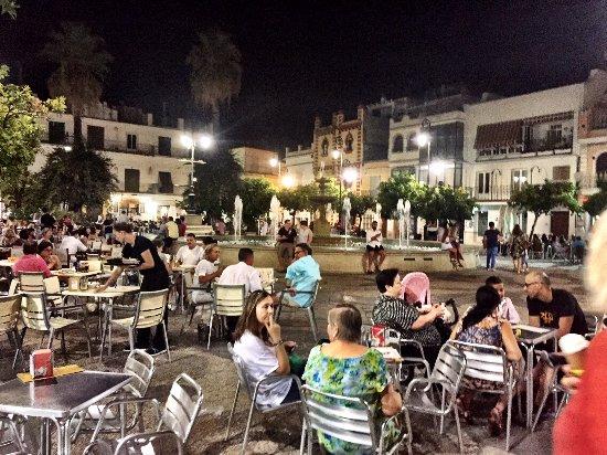 Sanlucar de Barrameda, Ισπανία: Plaza at night