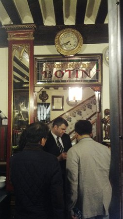 Restuarant Botin: the entrance, strictly according to schedule