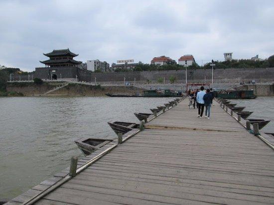 江西省贛州市: 贛州古浮橋