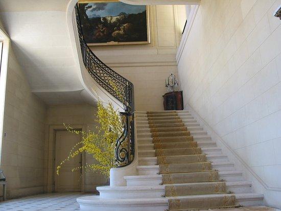 Craon, France: le grand vestibule et l'escalier d'honneur