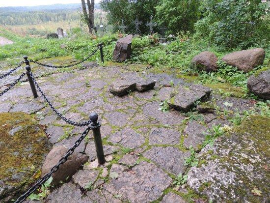 Изборск, Россия: кресты около Труворова креста