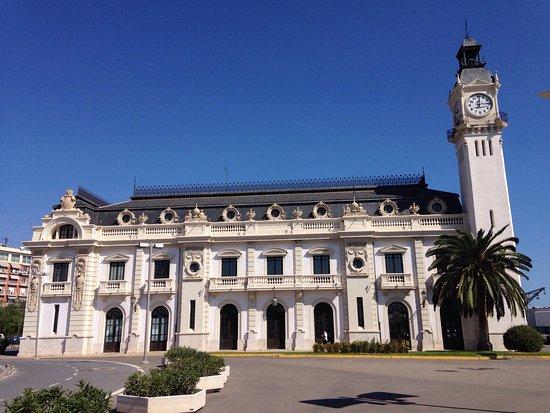 Edificio Del Reloj Del Puerto De Valencia