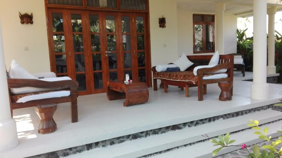 Anturan, Indonesia: Villa Besar outside front