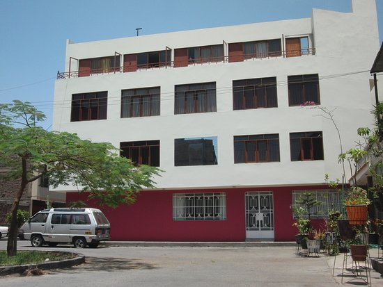 Hostal Victor - Lima Airport Hostel : Facade