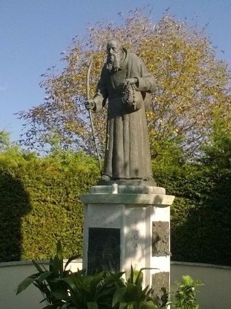 Offida, Italien: Statua raffigurante il Beato