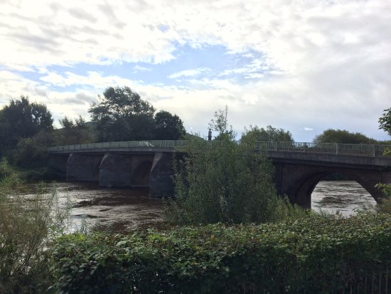Ross-on-Wye, UK: It is not called The Bridge Hotel for nothing
