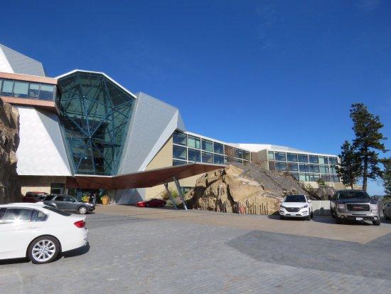 Sparkling Hill Resort: Hotel entrance
