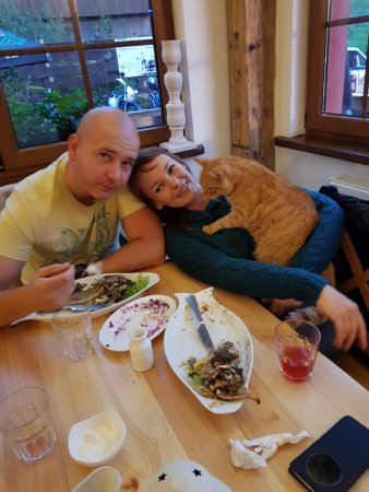 Myczkowce, Polska: My bro and his girlfriend with owners cat