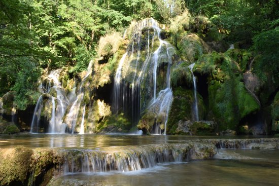 La Chatelaine, Frankrike: cascade des Tufs se trouvant en contre-bas, au pied du belvédère du Fer à Cheval