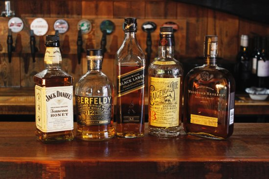 Bluegrass BBQ Smokehouse: Wide Selection of Whiskeys & Bourbons