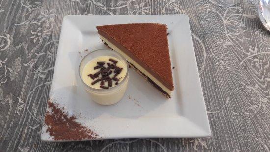 Niort, France: Entremet 3 chocolat