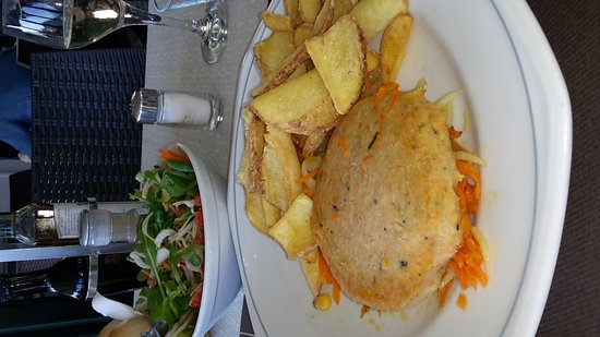 Bar Sport Lenno: hamburger di pesce di lago. Uno spettacolo di pranzo!