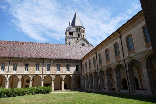 Cluny, Fransa: COUR INTERIEURE