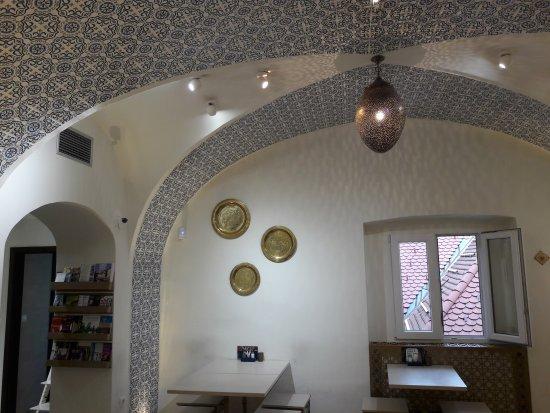 Abi Falafel: l'interno di tipico stile arabo