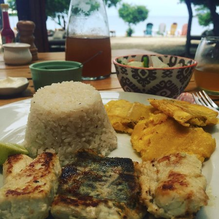 Isla Grande, โคลอมเบีย: Your meal comes with the day pass and it's lovely.