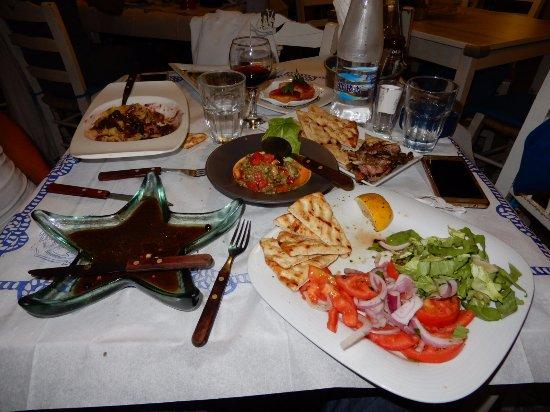 Tripiti, Hellas: Piatti portati tutti insieme