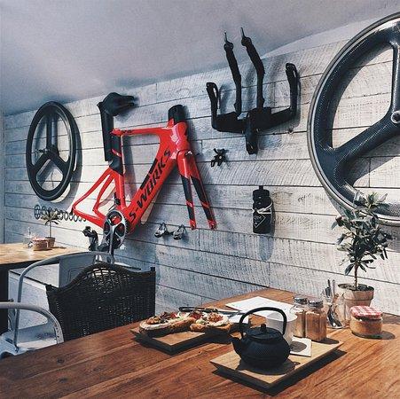KØM Coffee & Bikes