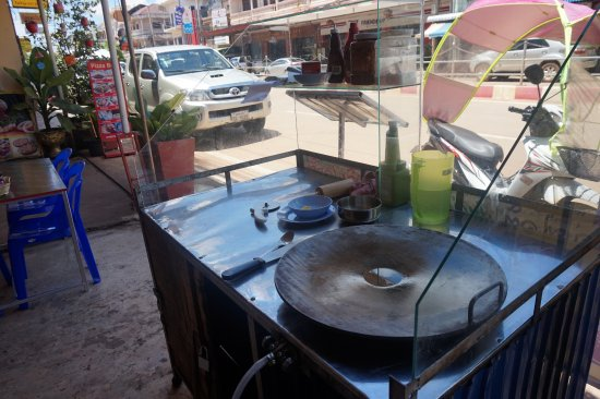 Pakse, Laos: Roti Stand ready to make quality indian pancakes for all tastes