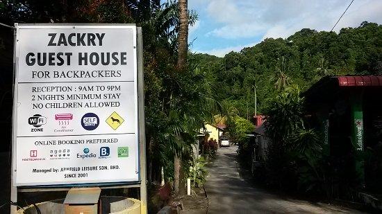 Zackry Guest House: Depan Pintu Pagar