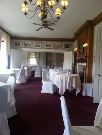Little Weighton, UK: Elegant, spacious dining room.