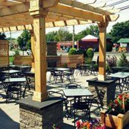 Fairport, NY: Furnished Patio