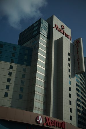 Niagara Falls Marriott Fallsview Hotel & Spa: Front of hotel