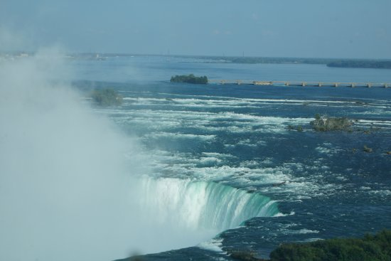 Niagara Falls Marriott Fallsview Hotel & Spa: Amazing view of falls and lake from 17th floor Superior Falls room