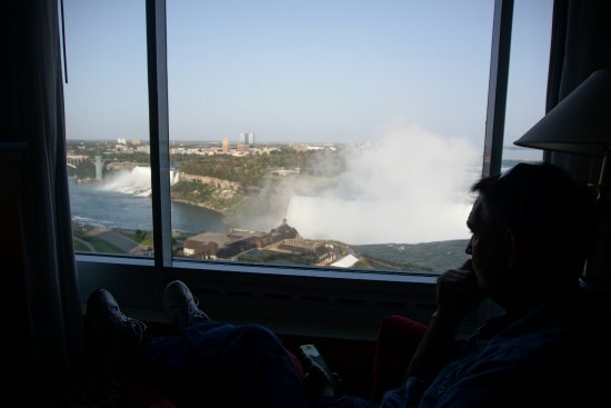 Niagara Falls Marriott Fallsview Hotel & Spa: View from inside looking out