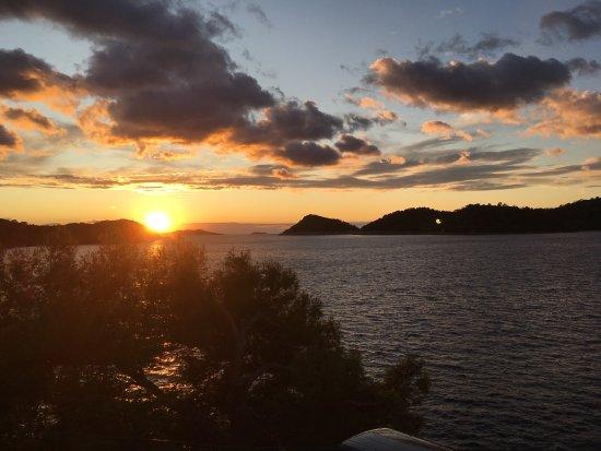 Ubli, Kroatia: Pizza Pece & Sonnenuntergang von der Terrasse