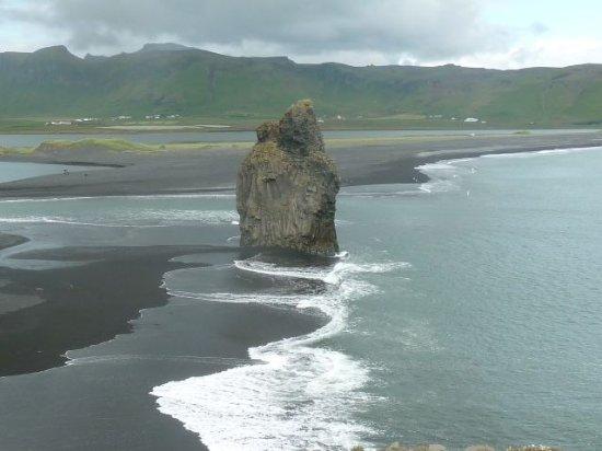 Volcano Tours: A striking rock on the Myrdal Beach